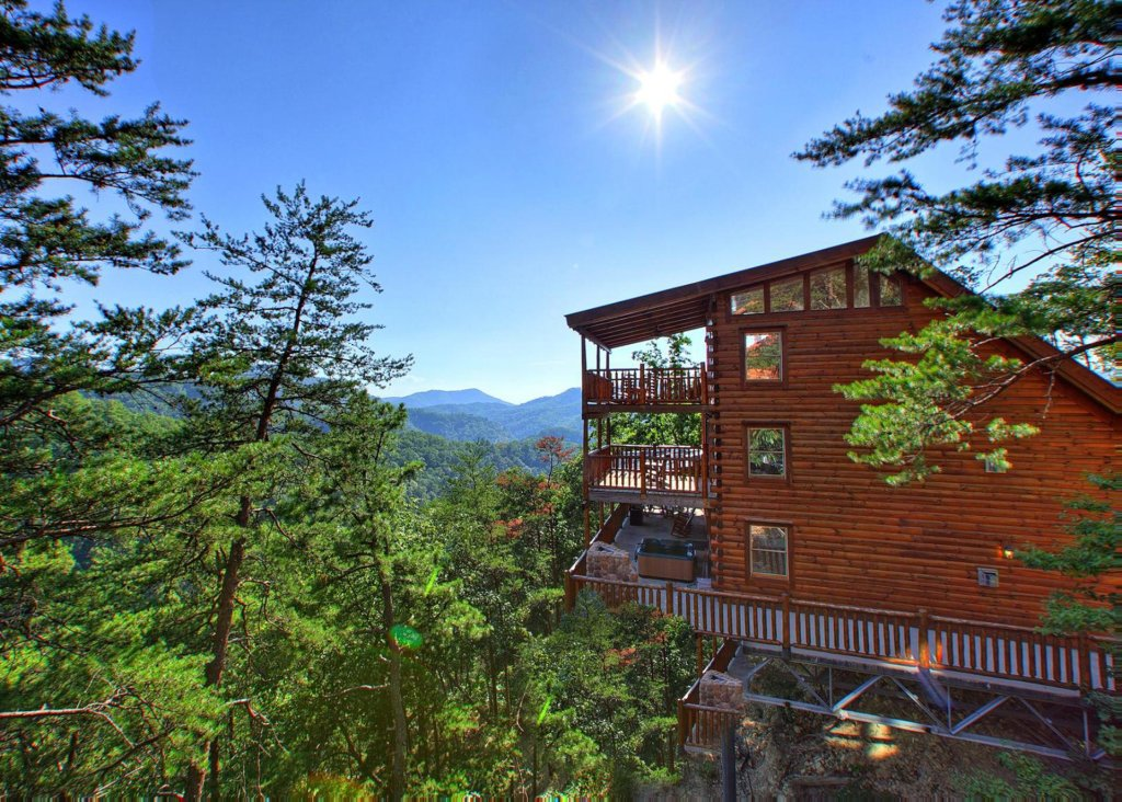 Photo of a Pigeon Forge Cabin named Misty Mountaintop #52 - This is the first photo in the set.