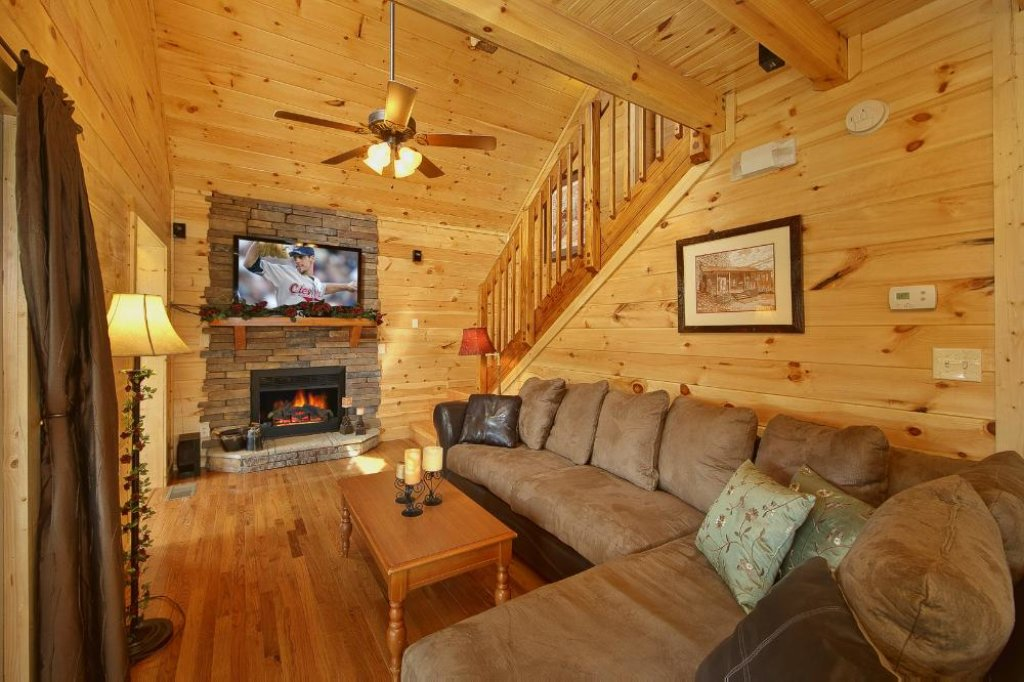Photo of a Pigeon Forge Chalet named Above The Clouds - This is the third photo in the set.