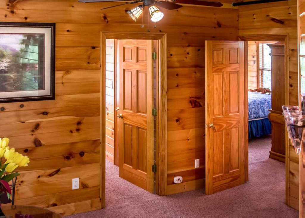 Photo of a Gatlinburg Chalet named King Of The Mountain - This is the thirteenth photo in the set.