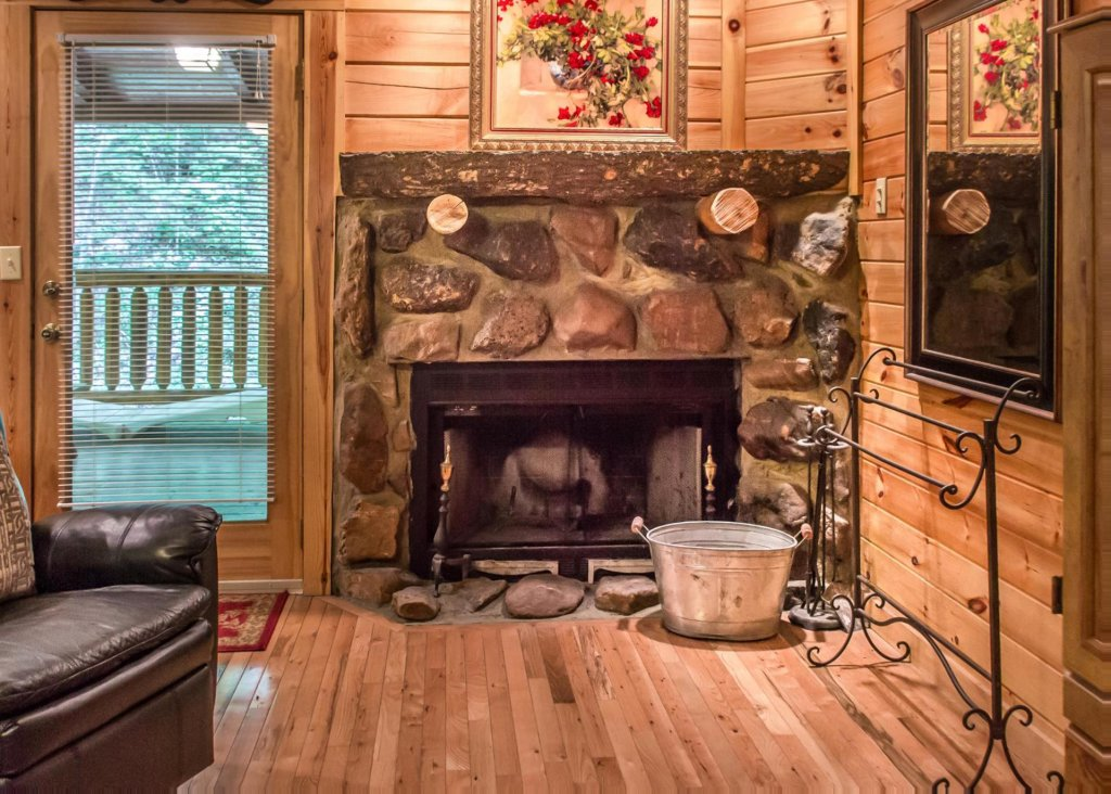 Photo of a Pigeon Forge Cabin named Mountain Music #19 - This is the sixteenth photo in the set.