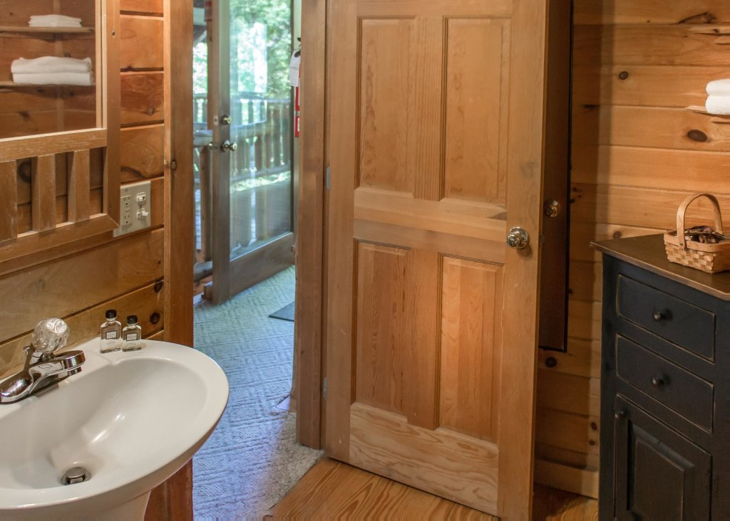 Photo of a Pigeon Forge Cabin named Simply Charming #9 - This is the seventeenth photo in the set.