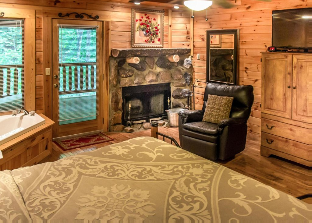 Photo of a Pigeon Forge Cabin named Mountain Music #19 - This is the fifteenth photo in the set.