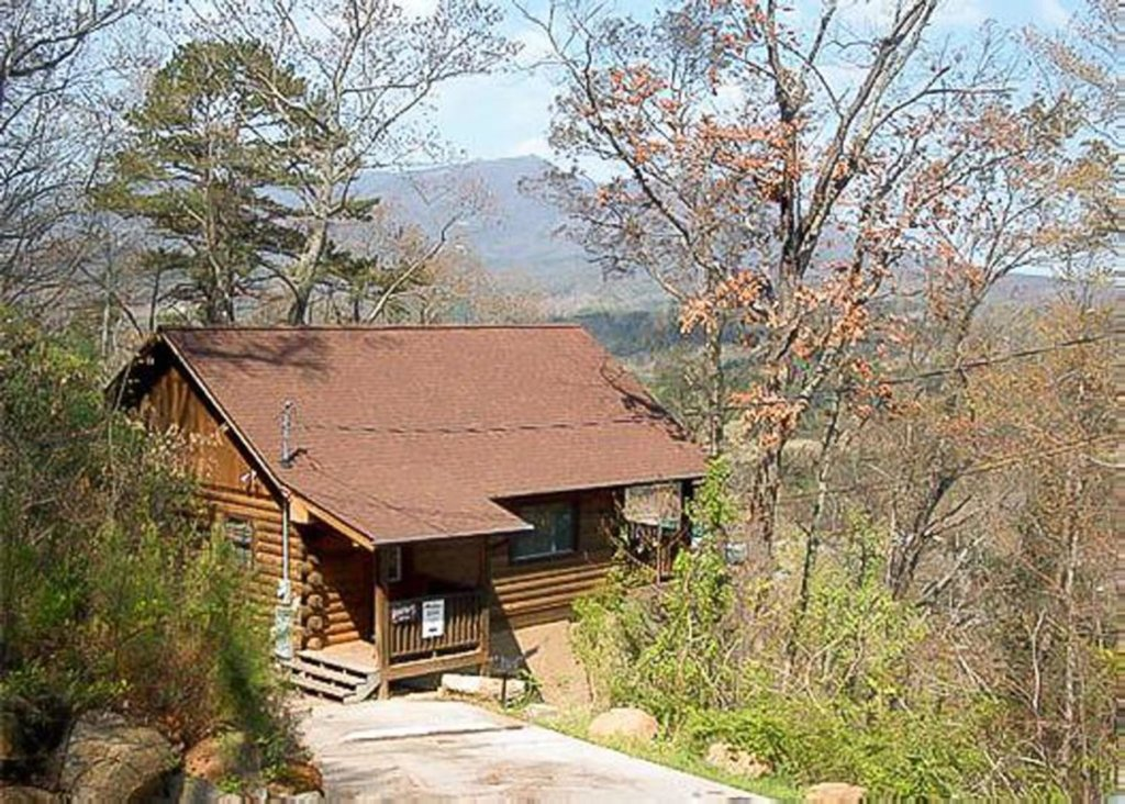 Photo of a Pigeon Forge Chalet named Lucky Star - This is the first photo in the set.