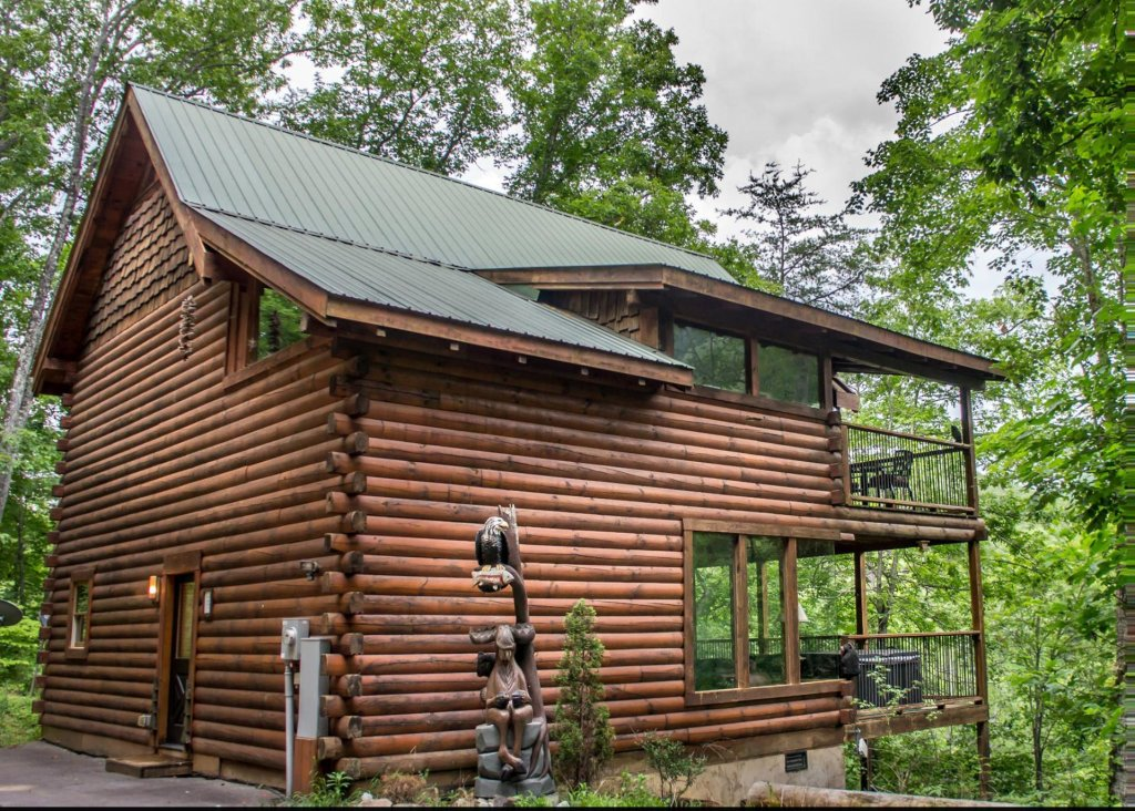 Photo of a Pigeon Forge Cabin named Knotty 'n Nice #71 - This is the first photo in the set.