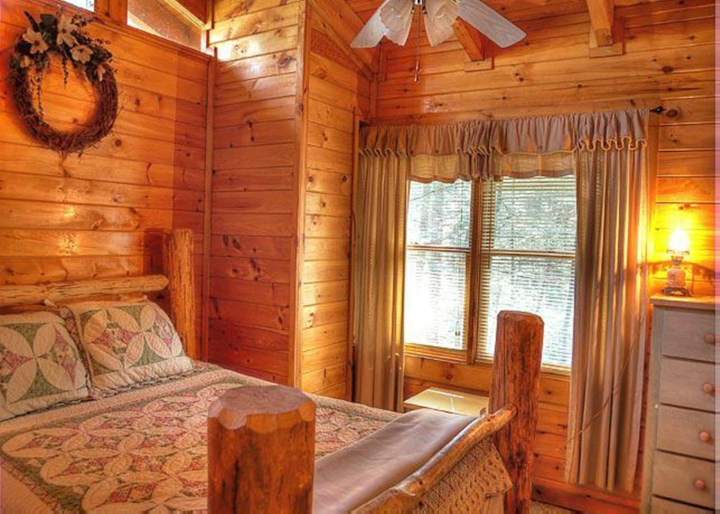 Photo of a Pigeon Forge Cabin named Hook's Haven #2 - This is the eighth photo in the set.