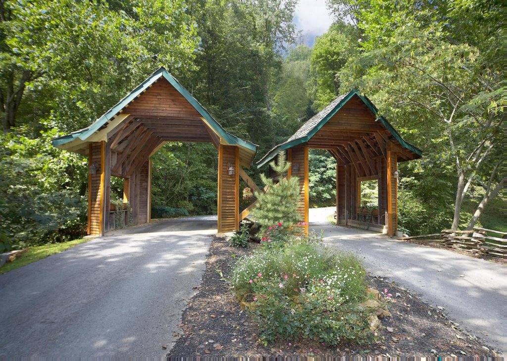 Photo of a Pigeon Forge Cabin named Livin The Dream #44 - This is the twenty-second photo in the set.