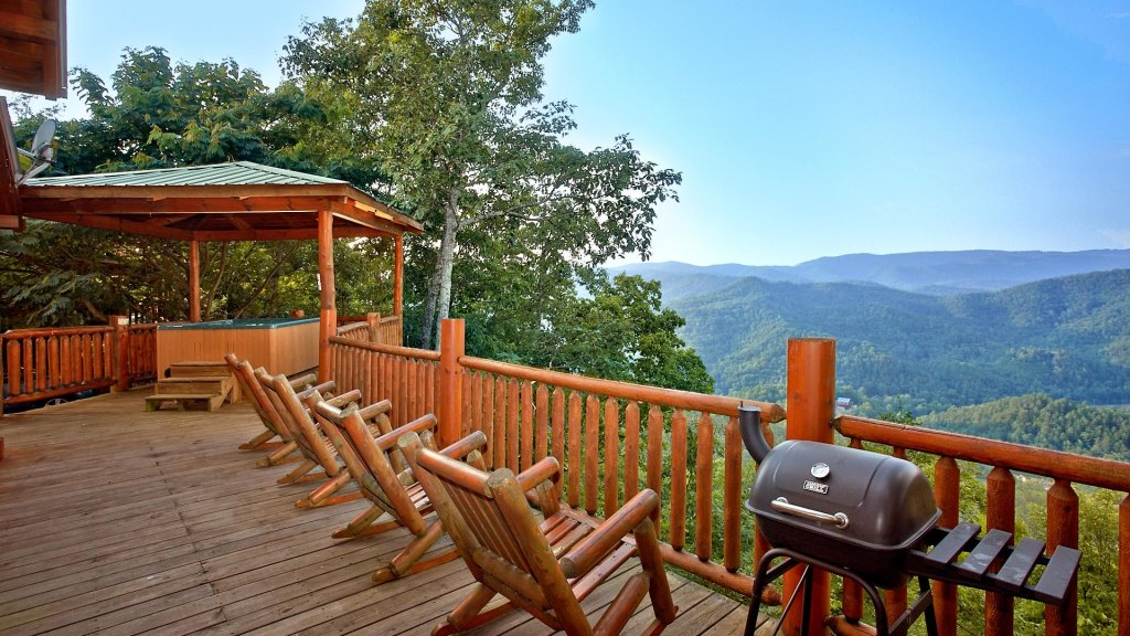 Photo of a Pigeon Forge Cabin named Buck's Lookout #39 - This is the first photo in the set.