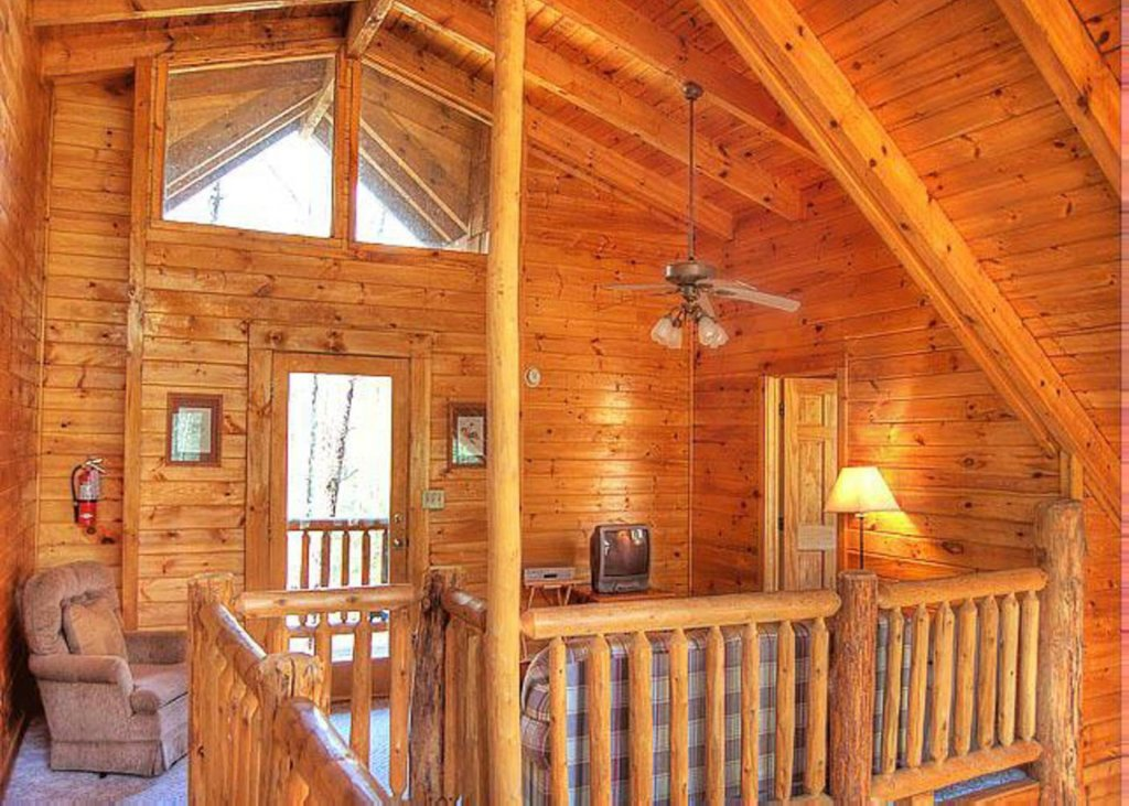Photo of a Pigeon Forge Cabin named Hook's Haven #2 - This is the sixth photo in the set.