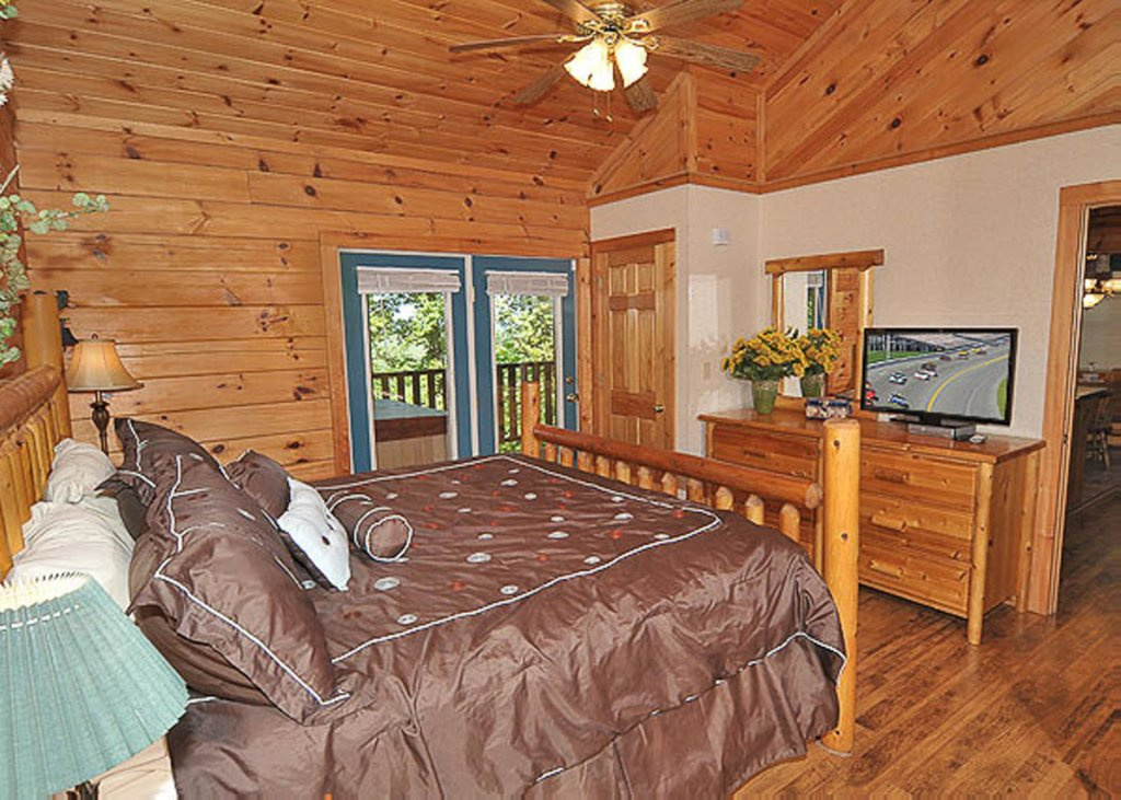 Photo of a Pigeon Forge Chalet named A Hen House - This is the ninth photo in the set.