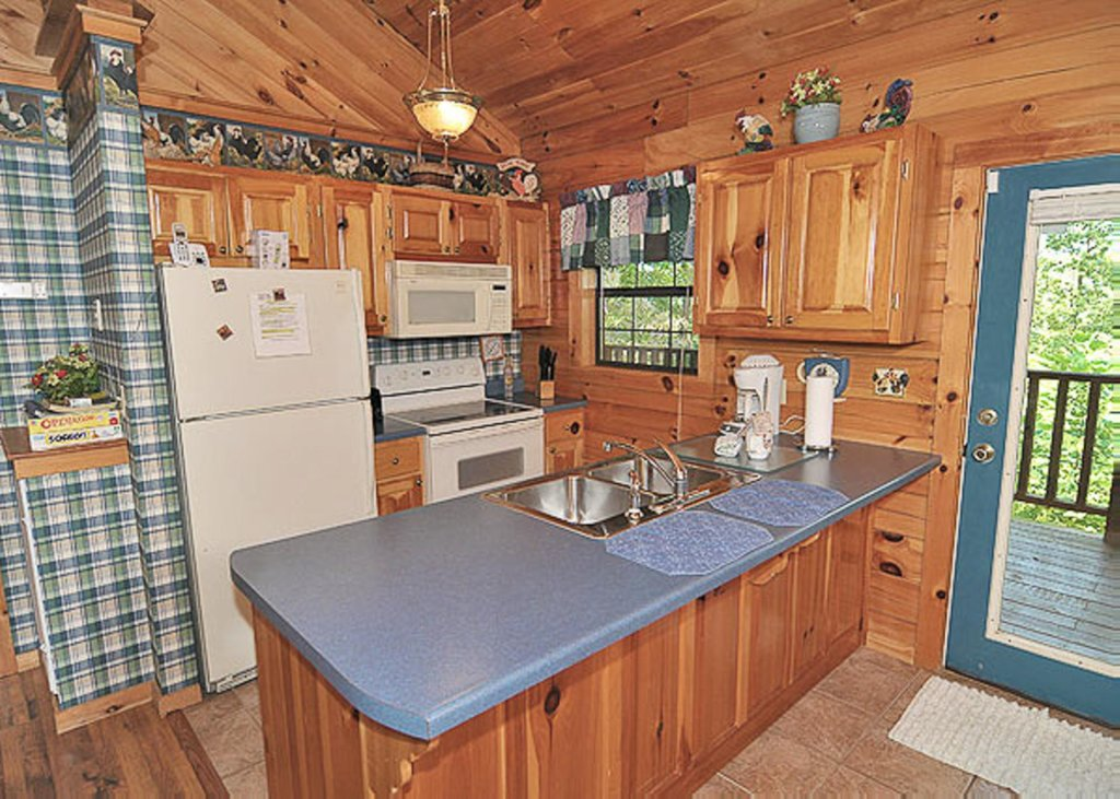 Photo of a Pigeon Forge Chalet named A Hen House - This is the fourth photo in the set.