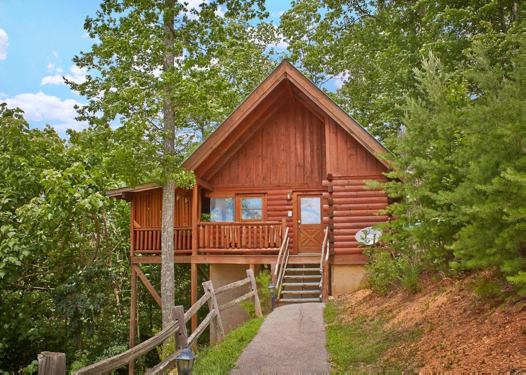 Photo of a Pigeon Forge Cabin named Majestic View B #42b - This is the first photo in the set.