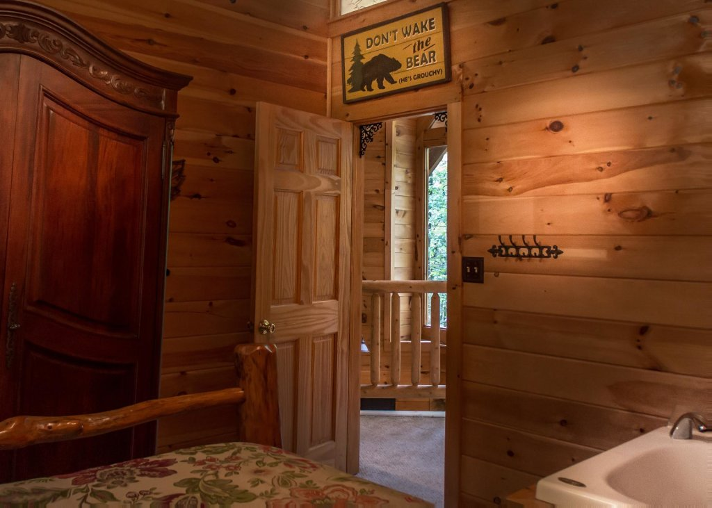 Photo of a Pigeon Forge Cabin named Bear Paw Trail #15 - This is the eighteenth photo in the set.