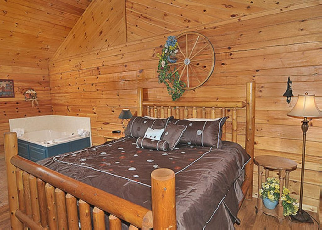 Photo of a Pigeon Forge Chalet named A Hen House - This is the eighth photo in the set.