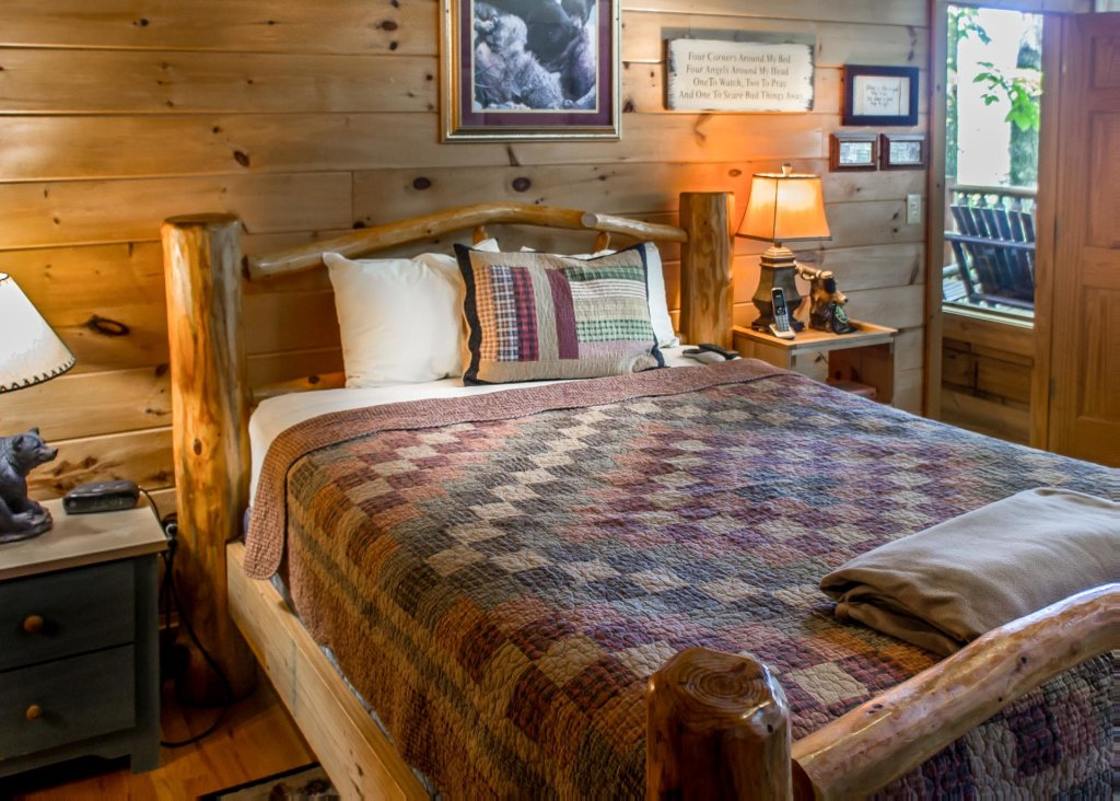 Photo of a Pigeon Forge Cabin named Amazing Grace #25 - This is the twentieth photo in the set.