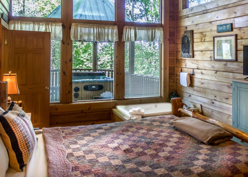 Photo of a Pigeon Forge Cabin named Amazing Grace #25 - This is the nineteenth photo in the set.