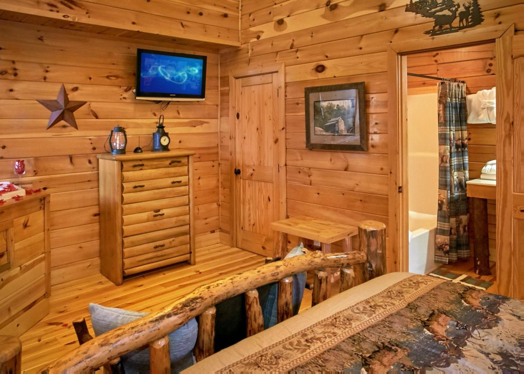 Photo of a Pigeon Forge Cabin named Lovers Loft #62 - This is the seventh photo in the set.