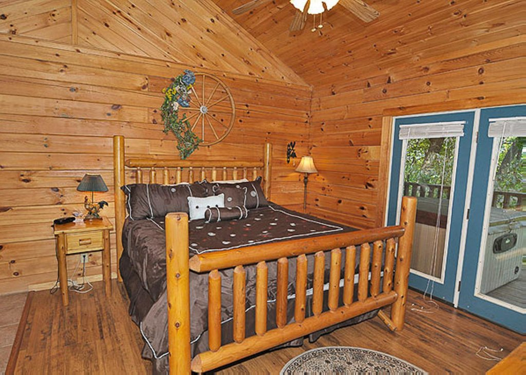 Photo of a Pigeon Forge Chalet named A Hen House - This is the tenth photo in the set.