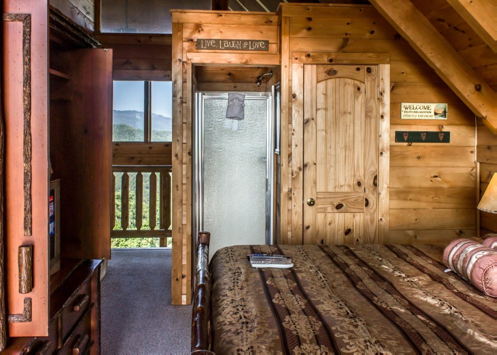 Photo of a Pigeon Forge Cabin named Fox Ridge #37 - This is the twentieth photo in the set.