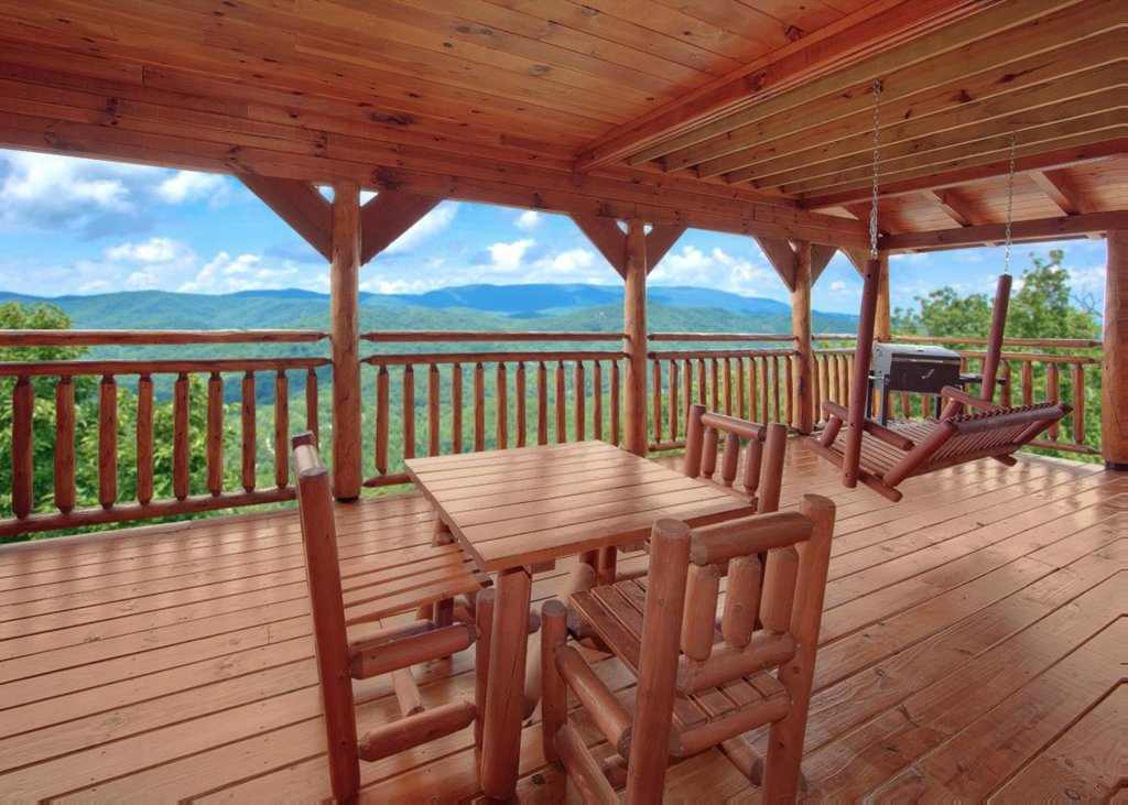Photo of a Pigeon Forge Cabin named Lovers Loft #62 - This is the twelfth photo in the set.