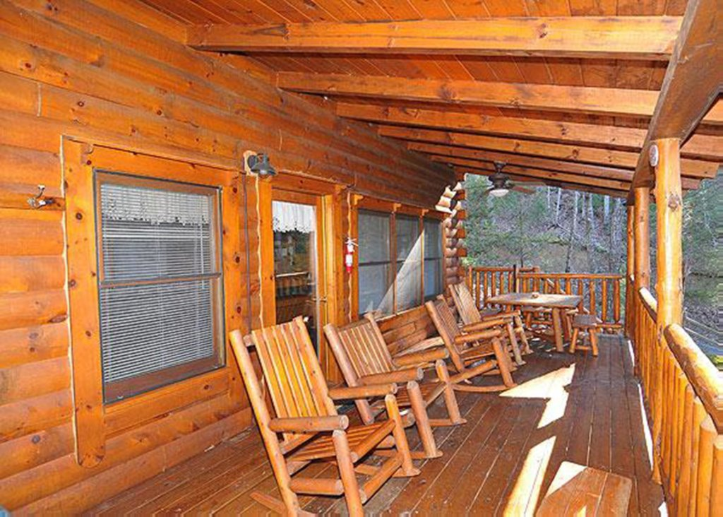 Photo of a Pigeon Forge Cabin named Good Times #34 - This is the eighteenth photo in the set.