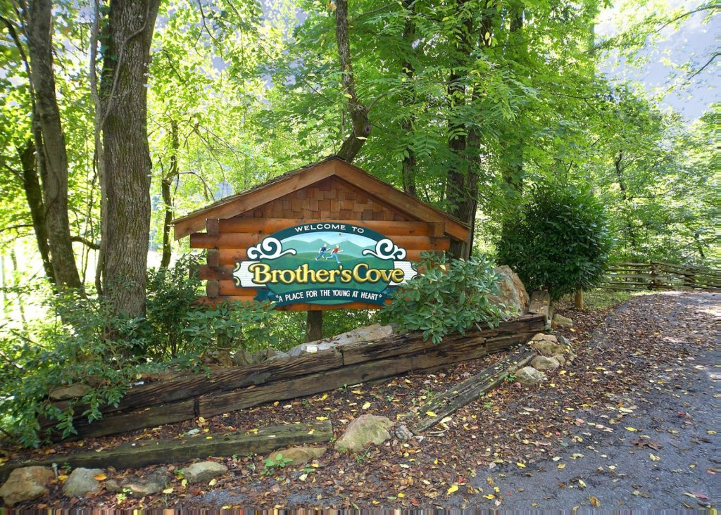 Photo of a Pigeon Forge Cabin named Bear Crossing #6 - This is the twenty-second photo in the set.