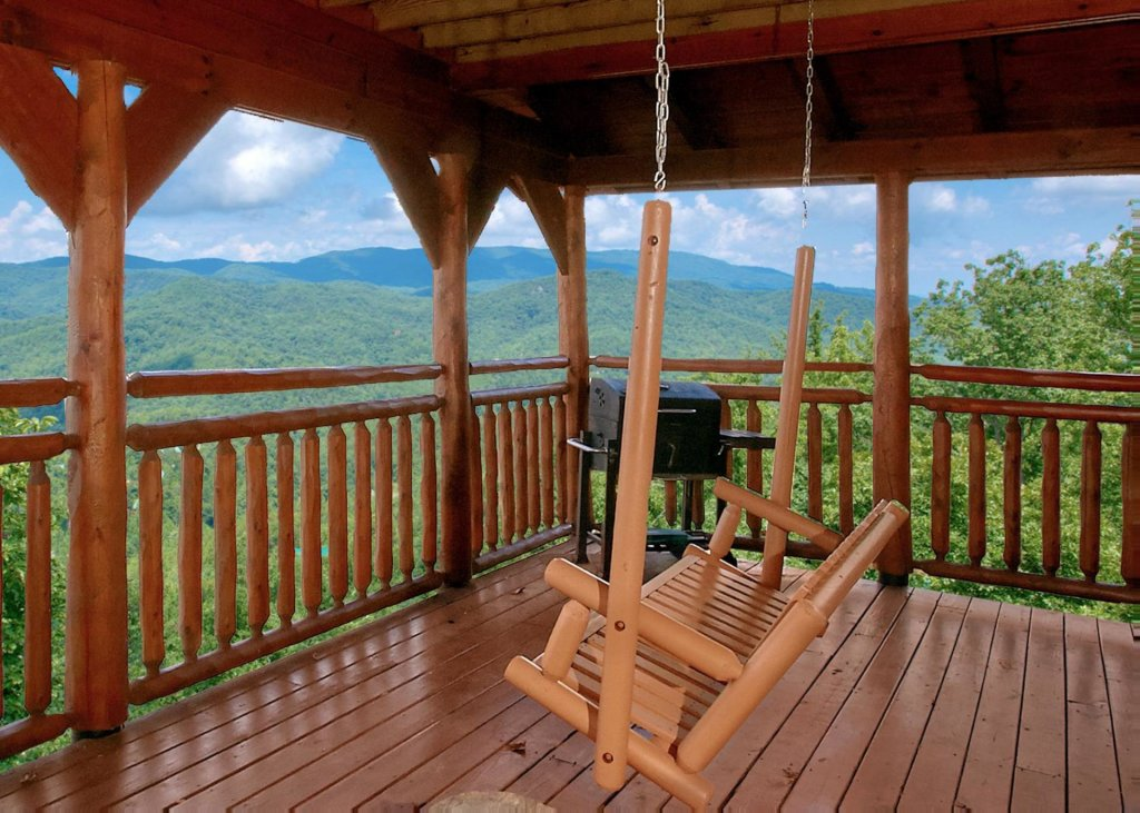 Photo of a Pigeon Forge Cabin named Lovers Loft #62 - This is the fourteenth photo in the set.