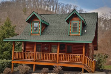 Smoky Cascades a 1BR cabin perfect for a couple's getaway or family vacation.