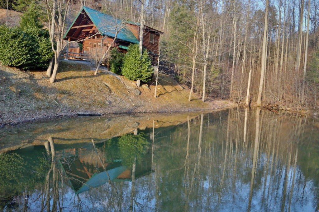 Photo of a Gatlinburg Cabin named Hugs N Kisses - This is the second photo in the set.