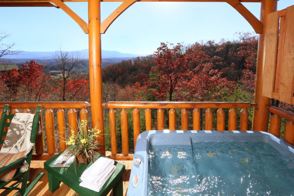 Photo of a Pigeon Forge Cabin named Howling Wolf - This is the third photo in the set.