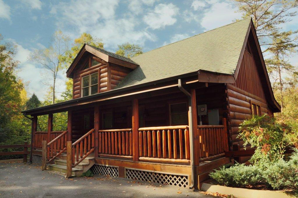 Little chateau cabin in sevierville w 1 br sleeps6 for Little bear cabin in gatlinburg tn