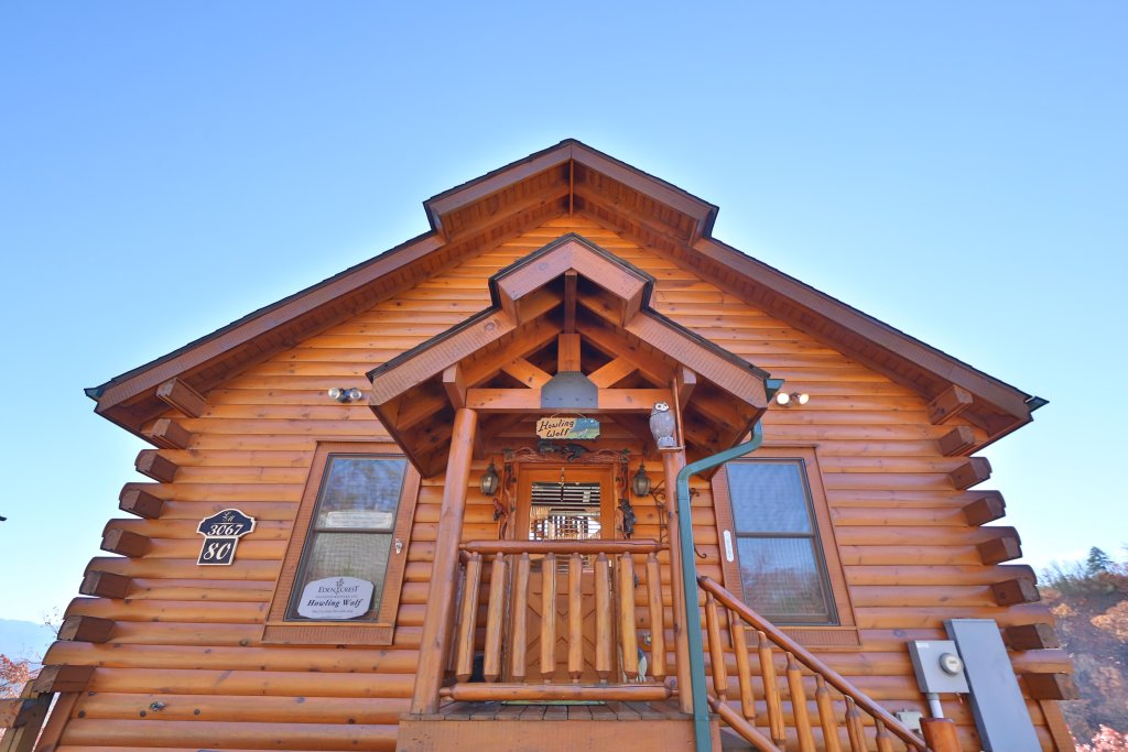 Photo of a Pigeon Forge Cabin named Howling Wolf - This is the second photo in the set.