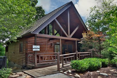 Starry Night a one bedroom cabin that sleeps four. Minutes from GSMNP.