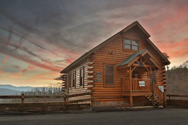 April Mist a 2BR cabin with stunning views