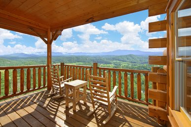 1 Bedroom Luxury Cabin with Amazing Views - Sleeps 4, 2 Full Baths