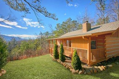 Romantic Log Cabin with modern amenities, amazing views, Fantastic Location