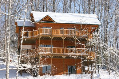 Fantastic Views of the Mountains from this Luxury 4 Bedroom Cabin