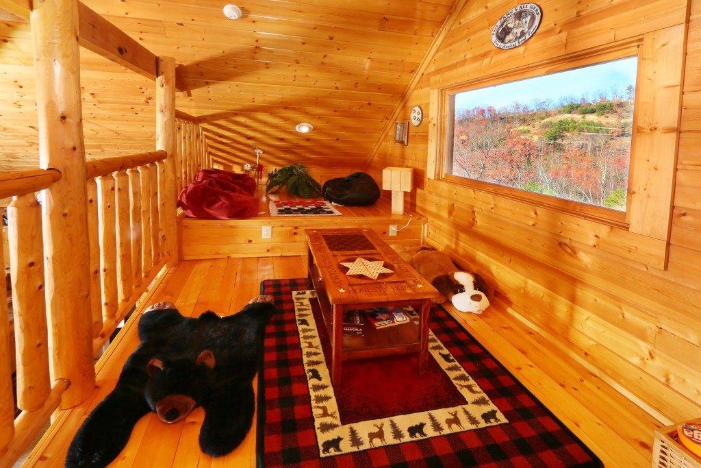 Photo of a Pigeon Forge Cabin named Howling Wolf - This is the nineteenth photo in the set.
