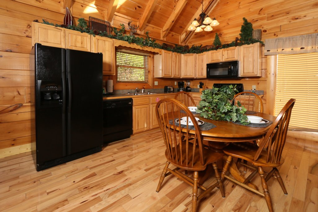 Photo of a Pigeon Forge Cabin named A Little Slice Of Heaven - This is the twentieth photo in the set.