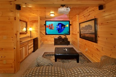 3 Bedroom, 3 Bath, Pool Table, Hot Tub and 9 Foot Theater Screen!