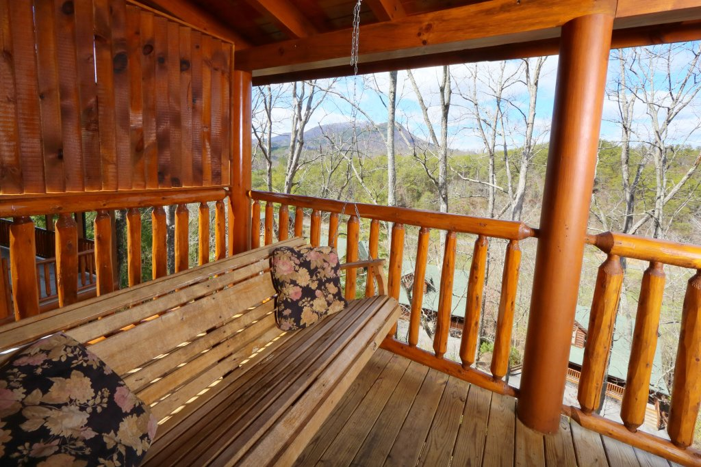 Photo of a Pigeon Forge Cabin named Wild Adventures - This is the fifth photo in the set.
