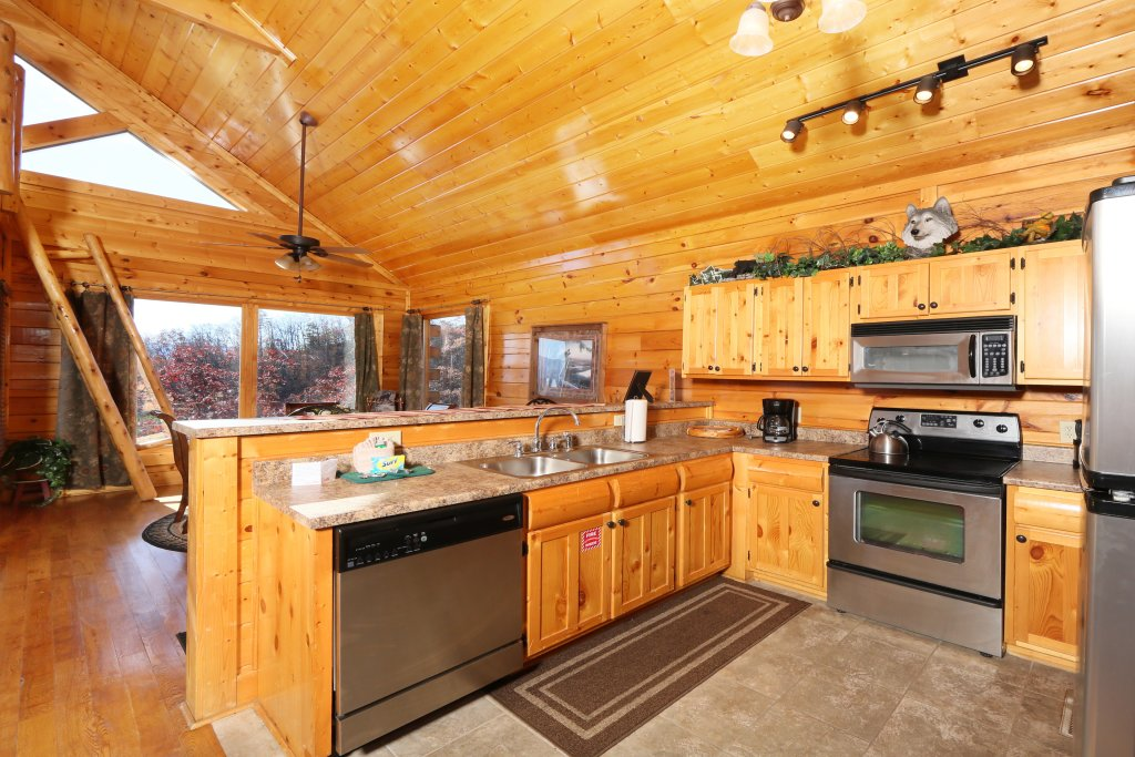 Photo of a Pigeon Forge Cabin named Howling Wolf - This is the twenty-third photo in the set.