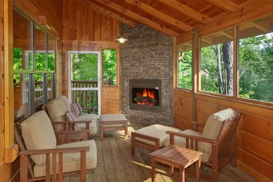 4 Bedroom Cabin with Screened in Porch and Outdoor Fireplace!