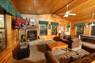 Semi-Secluded 1 bedroom cabin close to Dollywood and the Parkway Pigeon Forge