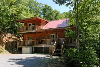 Cabin in between Gatlinburg and Pigeon Forge     PINE COVE HIDEAWAY #1816