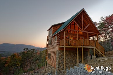 2 Bedroom Smoky Mountain Log Cabin with Mountain Views, Hot Tub and Jacuzzi