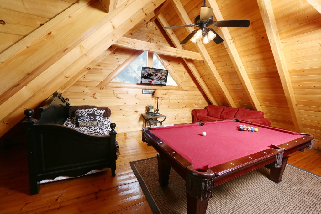 Photo of a Pigeon Forge Cabin named Wild Adventures - This is the twenty-first photo in the set.