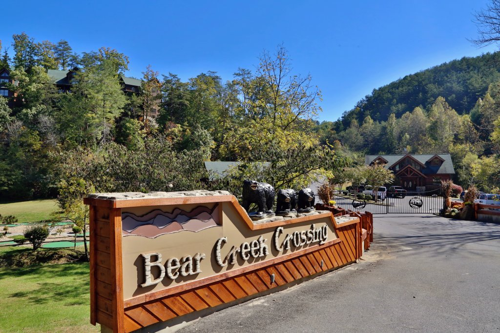 Photo of a Pigeon Forge Cabin named Wild Adventures - This is the thirty-second photo in the set.