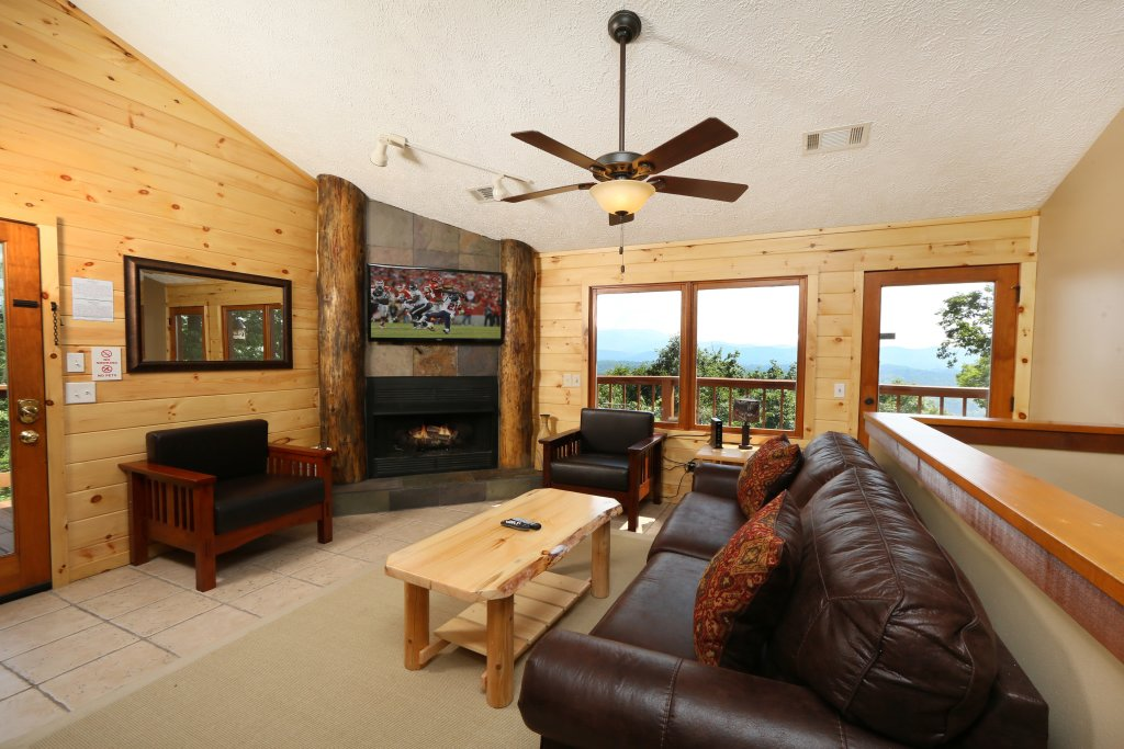 Photo of a Pigeon Forge Cabin named Smoky View On The Rocks - This is the eighth photo in the set.