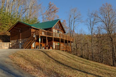 8 Bedroom Private Log Cabin Lodge in The Smoky Mountains for Large Groups