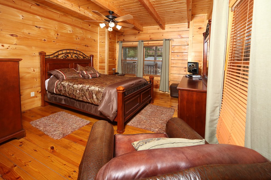 Photo of a Pigeon Forge Cabin named Mountain Majesty - This is the sixteenth photo in the set.